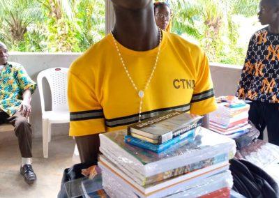 Nkoumisé-Sud, Kamerun - Für das Schuljahr 2021/22 wurden am 2, und 3. September die Hilfen für 83 Kinder verteilt.